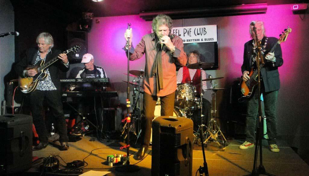 Birdwood on stage at the Eel Pie, London, 23 April 2015: Griffits, Parren, McKenzie, Freeman, Grant Evans (picEddyBonte)